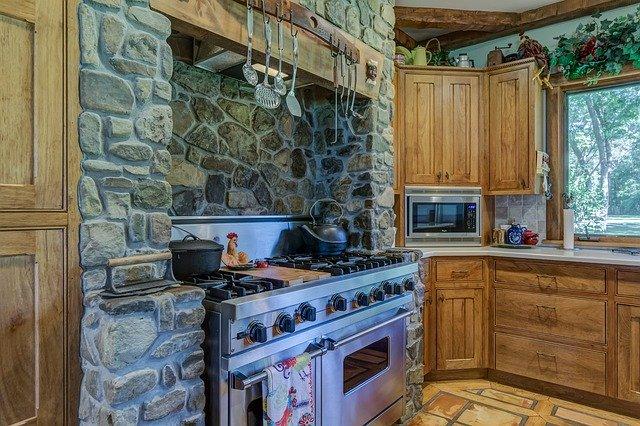 kuchyň s troubou