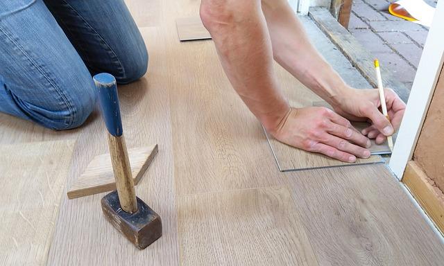 instalace podlahy v domě