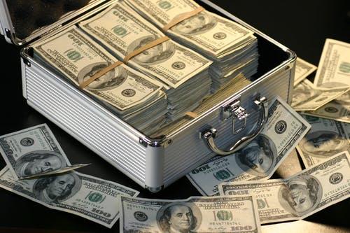 kufřík peníz